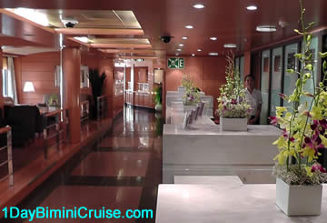 Reception desk 1 day Bimini cruise